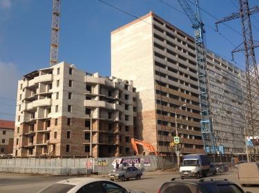 Дом на пересечении улиц Дыбенко и Советской Армии